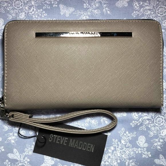 Steve Madden Handbags - NWT Steve Madden Wallet Gray